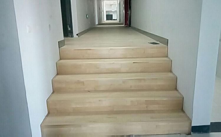 南宁硬木企口篮球场地板怎么安装