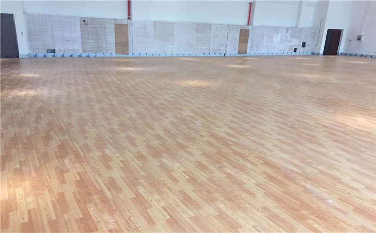枫木羽毛球馆木地板**