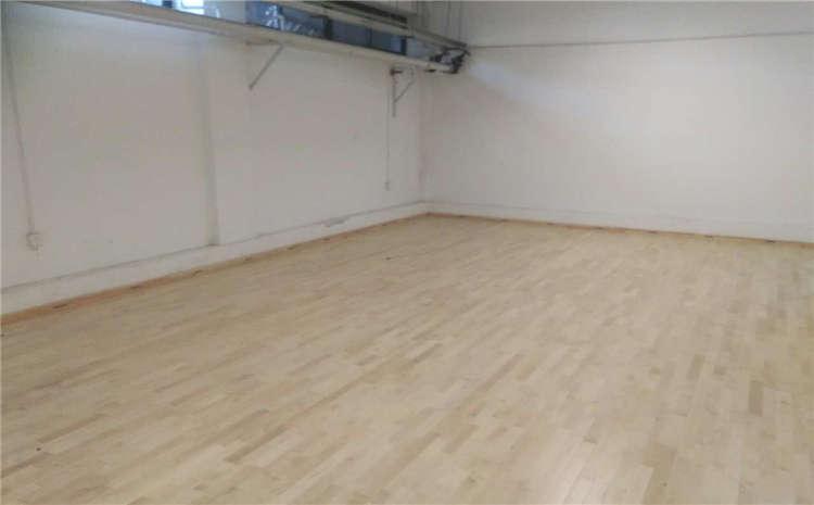 篮球场木地板日常做些什么?