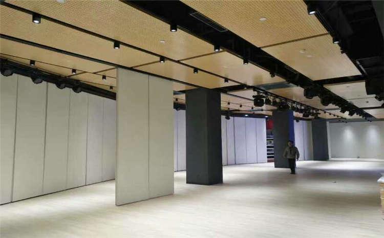 几十元的篮球场木地板你敢买吗?