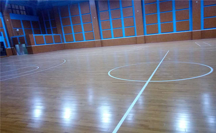 体育木地板漆膜开裂怎么办?