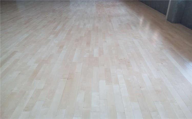 南京篮球场地板怎么安装