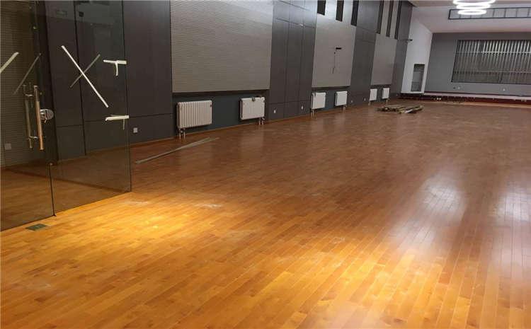 体育木地板安装团队怎么选?