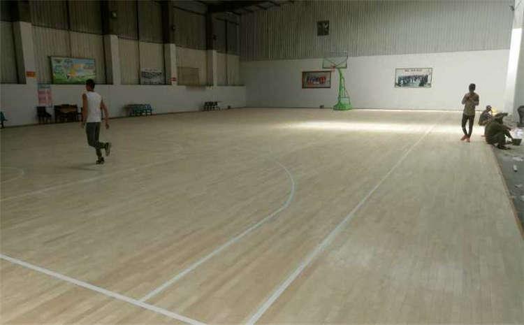 柞木体育馆实木地板造价是的多少?