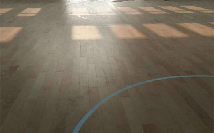 单层龙骨结构体育馆木地板一平米价格