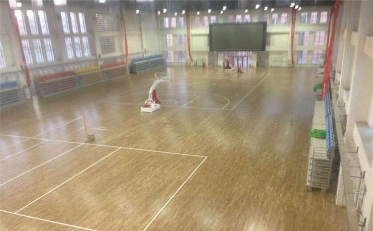 常用的风雨操场实木运动地板怎么安装