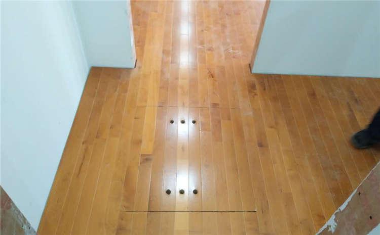 这样的运动木地板不适合翻新