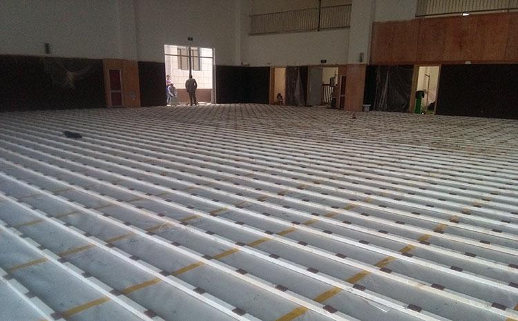 常用的风雨操场木地板多少钱一平米