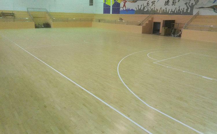 运动木地板材质对价格有何影响?