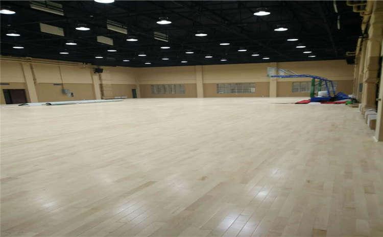 体育馆木地板刷漆要防做假