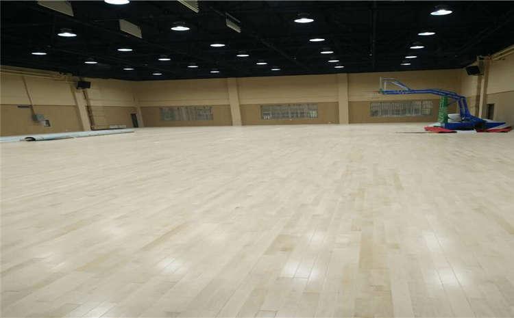 高品行的24厚企口运动木地板是若何生产出来的