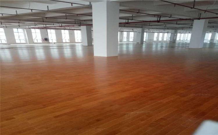 22厚篮球馆木地板翻新施工