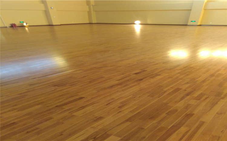 运动木地板刮伤了若何遏制修补?