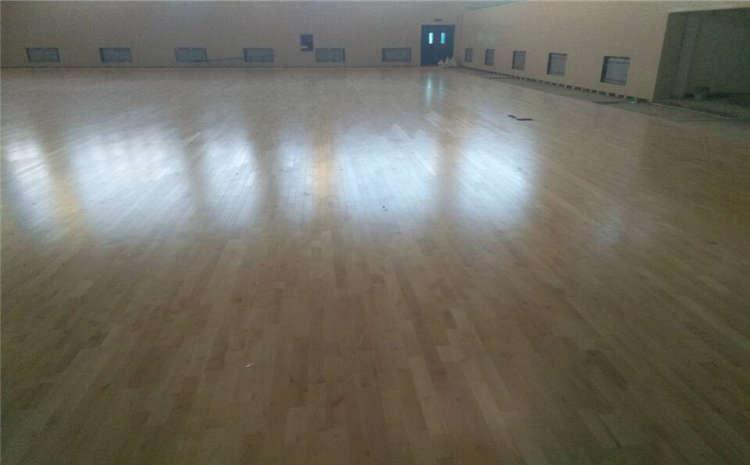 山东枫木篮球场地板什么品牌好