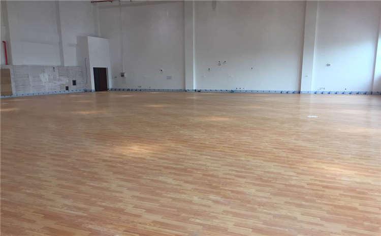 成都枫桦木篮球场地板施工技术