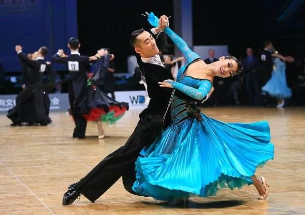 国标舞舞者
