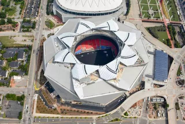 美国造价最昂贵的10大体育场--奔驰体育场.jpeg