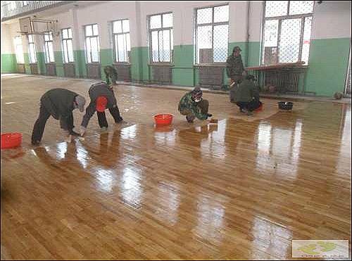 体育运动木地板翻新工艺!