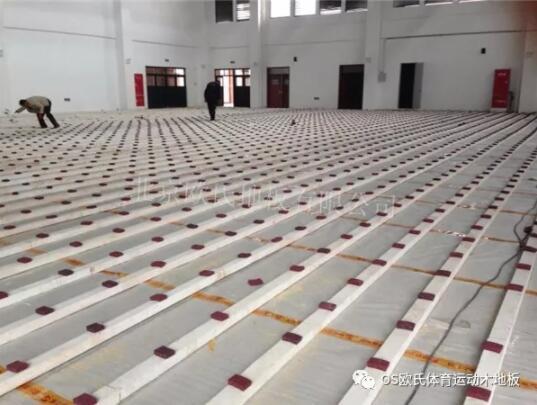 成都赖家店中学体育馆木地板案例