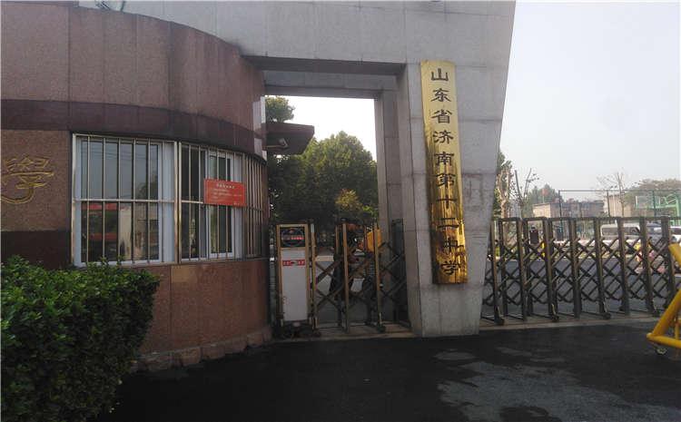 济南市第十二中学体育馆木地板打磨翻新