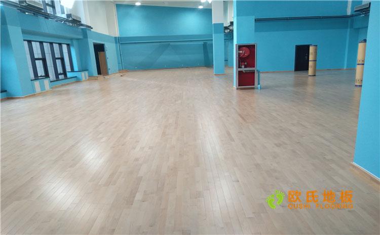 新疆乌鲁木齐羽毛球馆乒乓球馆单龙骨木地板案例