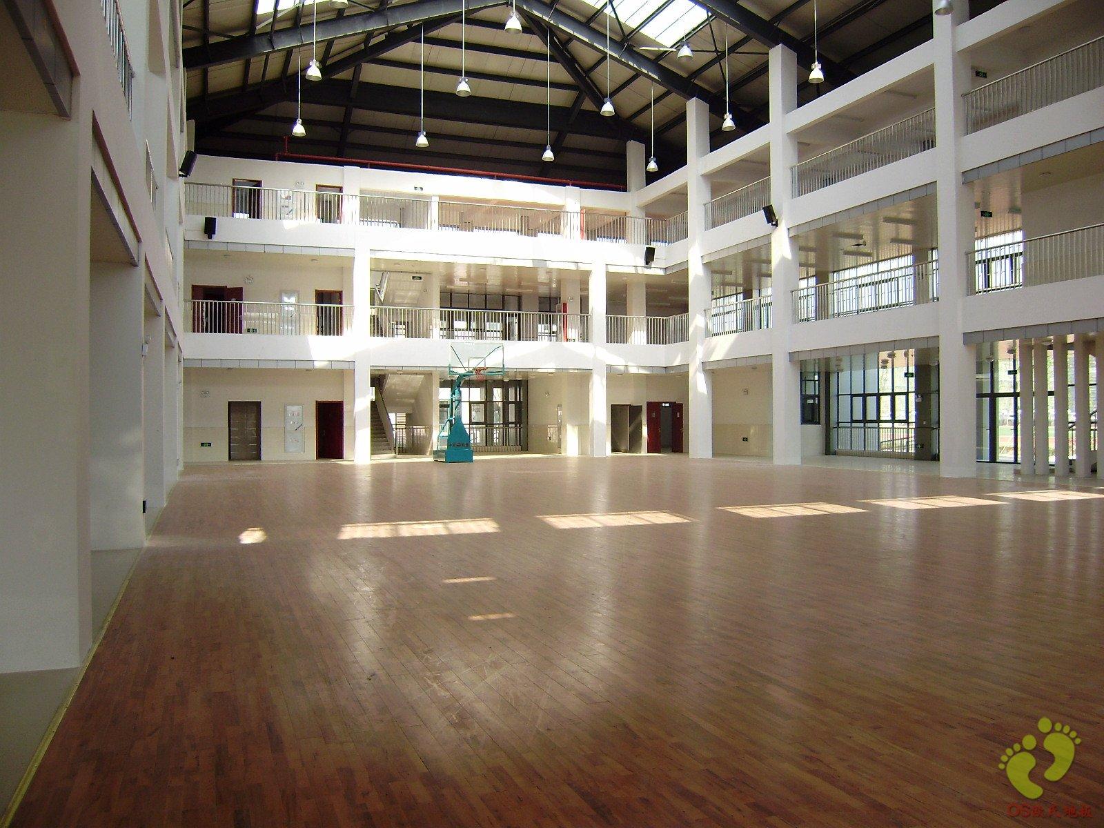 镇江大路中学篮球馆木地板铺设