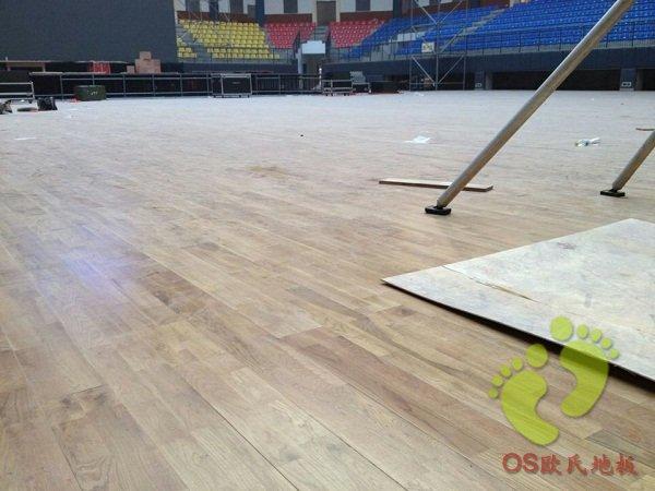 璧山中学体育馆运动木地板铺设